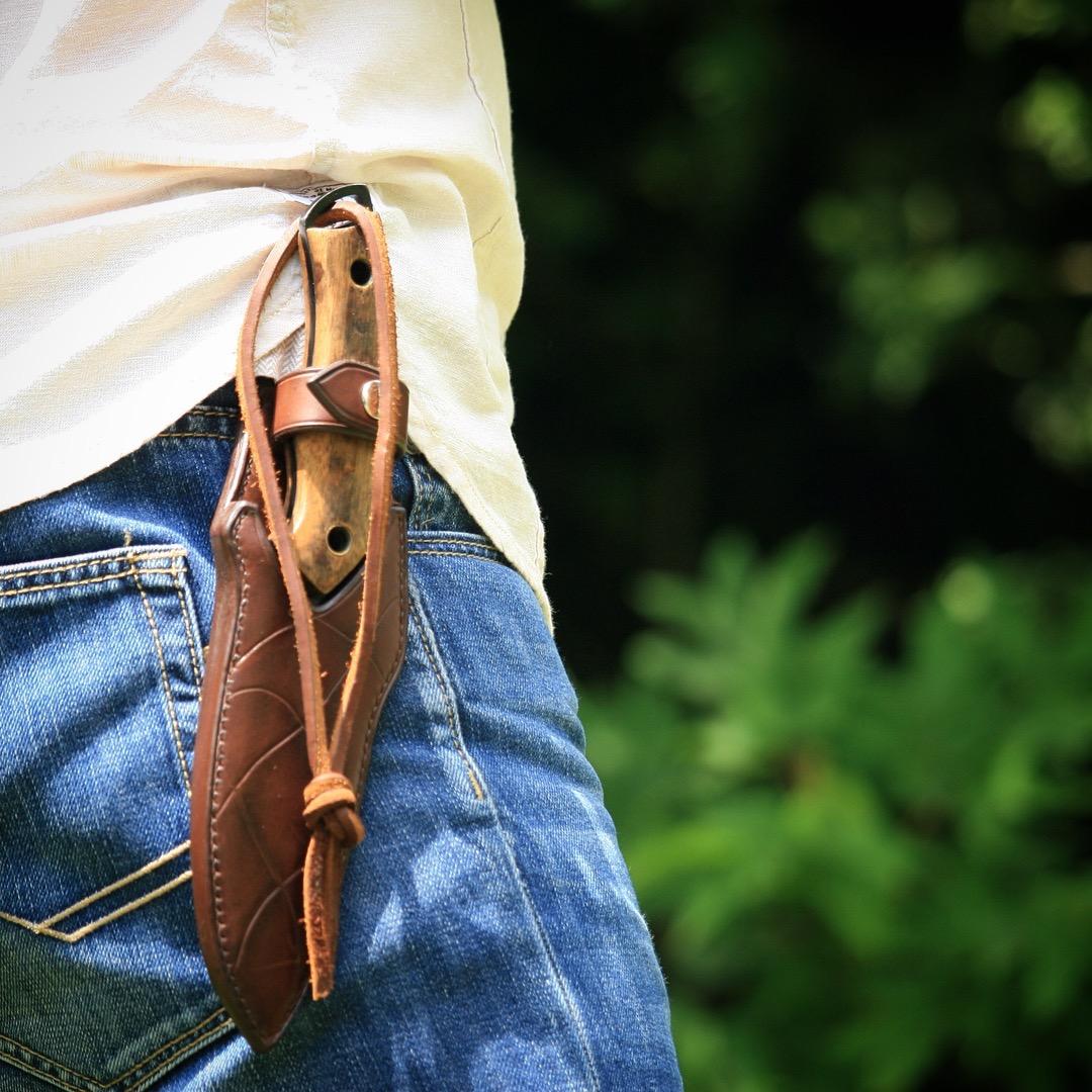 Étui cuir couteau de chasse porté