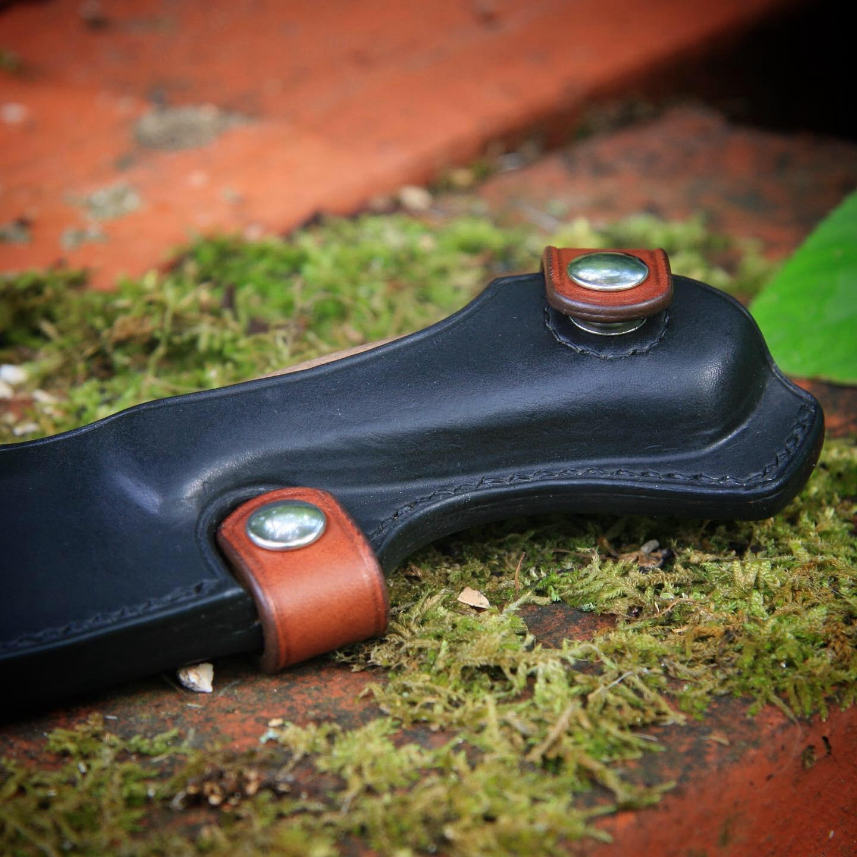 Étui cuir couteau forgeron détail