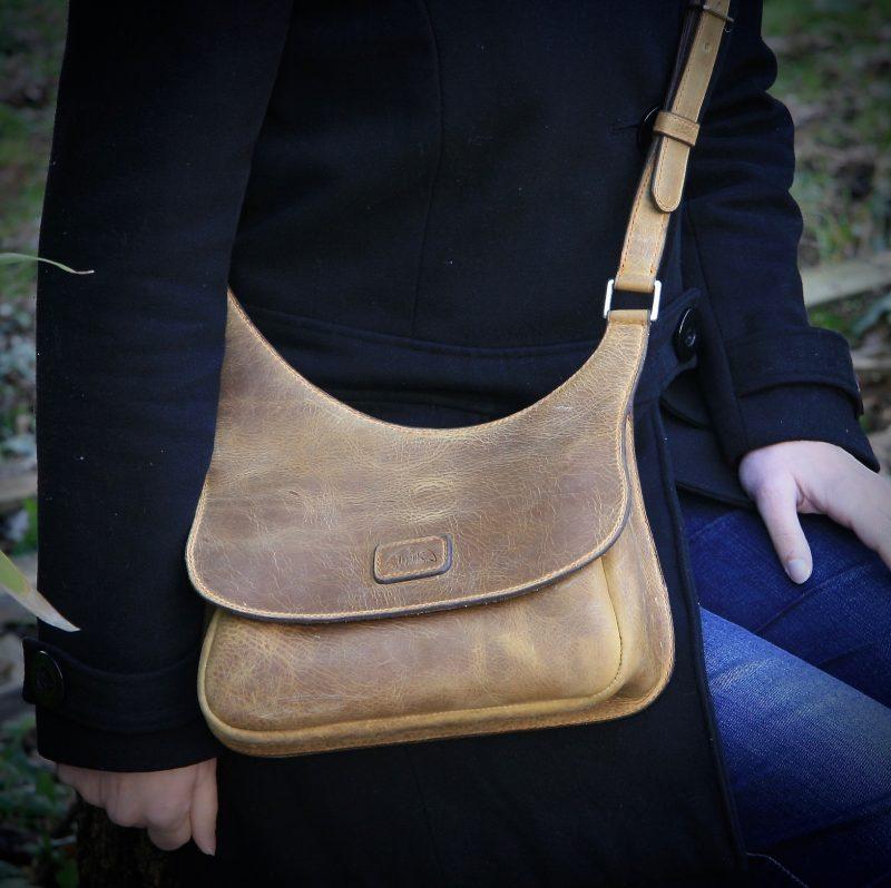 Tawny leather women's handbag