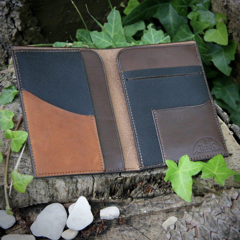 Portefeuille cuir brun ouvert